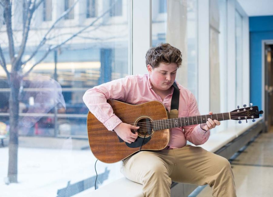 Teddy O'Neil '18 practices in the link between classes.