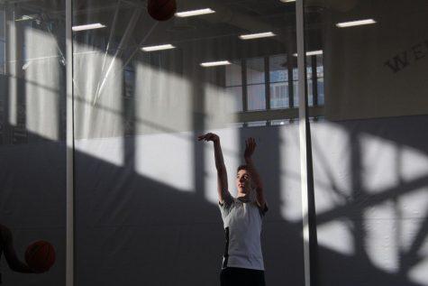 Preston Crockett 21 practicing for the boys basketball team during the COVID shortened season last year